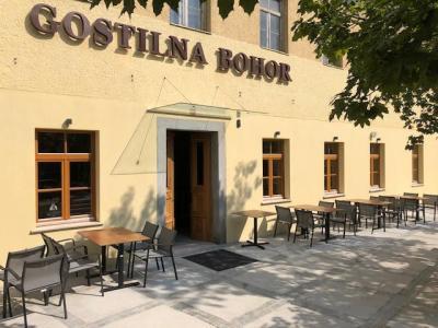 Gostilna Bohor je bila zaprta od sredine marca, ko se je začela epidemija koronavirusa. (Foto: Gostišče Bohor)