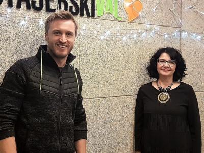 Denis Avdić, karizmatični radijski in televizijski voditelj, imitator in stand up komik, ter gostiteljica radijskega srečanja Tanja Jurjec