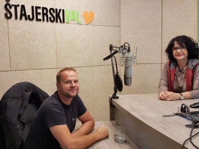 Janko Zupanec je v zavetju neokrnjene narave, na družinskem posestvu v neposredni bližini Rogaške Slatine, postavil mini podeželski hotel in družinski turizem POMONA, ki privablja goste od blizu in daleč. V radijskem srečanju ga je gostila Tanja Jurjec.