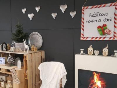 Božičkova tovarna daril letos ne bo takšna kot prejšnja leta, zaradi situacije povezane s koronavirusom so jo preselili na splet. (Foto: Radio Štajerski val)
