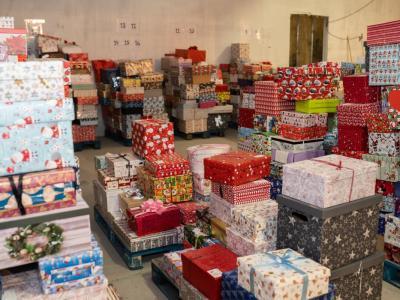 Darila, ki polepšajo praznike otrokom iz socialno ogroženih družin ter osamljenim starejšim. (Foto: FB Božiček za en dan)