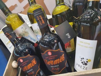 Avstrijce vabijo tudi z vinsko kapljico kozjanskih vinarjev. (Foto: FB RA Sotla)