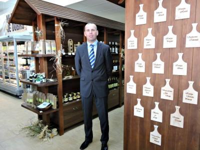Vinko But je na direktorskem stolčku Mlekarne Celeia dobro leto, pred tem je 18 let uspešno vodil Kmetijsko zadrugo Šmarje. (Foto: Radio Štajerski val)