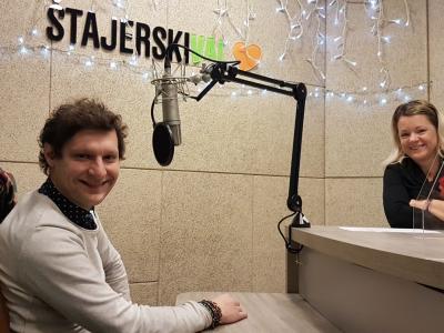 Urban Lesjak, župnik iz Vitanja, in gostiteljica radijskega srečanja Barbara Gradič Oset
