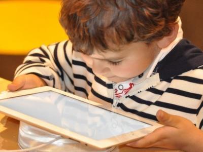 Na OŠ Podčetrtek so več kot 50 družinam razdelili večina razpoložljive šolske računalniške opreme. (Foto: Pixaby)