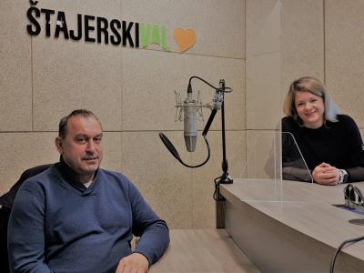 Zgodovinar Jože Rataj, Pokrajinski muzej Celje, in gostiteljica radijskega srečanja Barbara Gradič Oset, oba Šentjurčana, sta med drugim spregovorila o Ipavcih, njihovi zgodovinski vlogi in pomenu za Šentjur in slovenstvo.