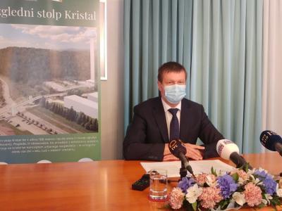 Dopoldne je slatinski župan Branko Kidrič predstavil razloge, zakaj meni, da Rogaška Slatina potrebuje 106-metrski razgledni stolp Kristal. (Foto: Štajerski val)