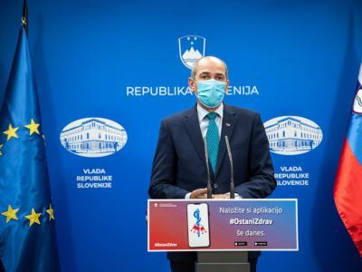 O novih ukrepih je pozno popoldne spregovoril premier Janez Janša. (Foto: Twiiter Vlade)