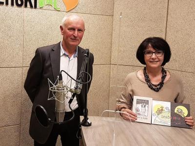 Gost tokratnega radijskega srečanje je zreški kulturni ustvarjalec Martin Mrzdovnik, tudi letošnji občinski nagrajenec. Na fotografiji z gostiteljico radijskega srečanja Tanjo Jurjec.