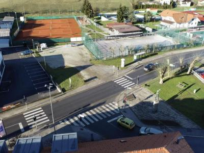 To križišče pri OŠ Franja Malgaja in Ipavčevem kulturnem centru bo postalo krožišče. Med deli bo cesta, ki sicer celotno Obsotelje in Kozjansko povezuje z avtocesto, zaprta. (Foto: Občina Šentjur)