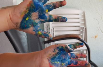 Slikanje s prstnimi barvami