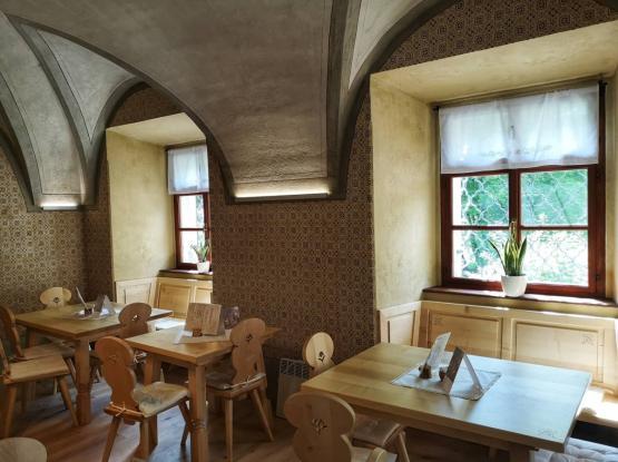 Dvorec Visoko - Tavčarjev dvorec