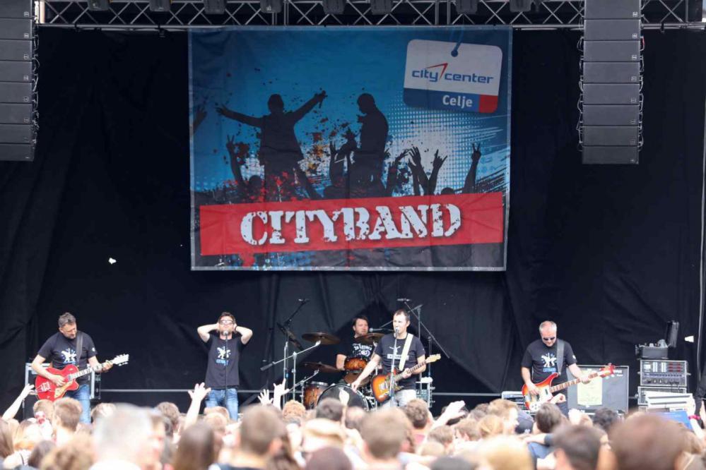 Utrinek z zaključka natečaja Cityband 2016, na katerem je nastopila skupina MI2. (Foto: Citycenter Celje)