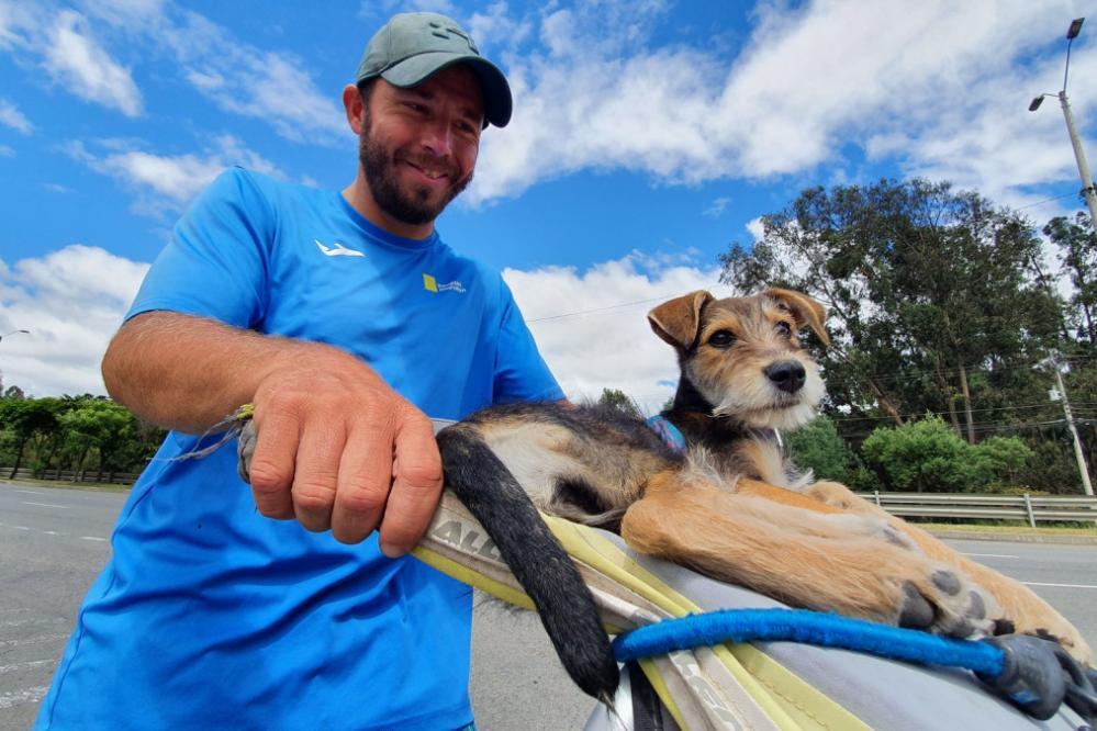 Oliver je na poti posvojil psičko, ki ga bo spremljala tudi pri naslednjih dogodivščinah. (Foto: osebni arhiv)