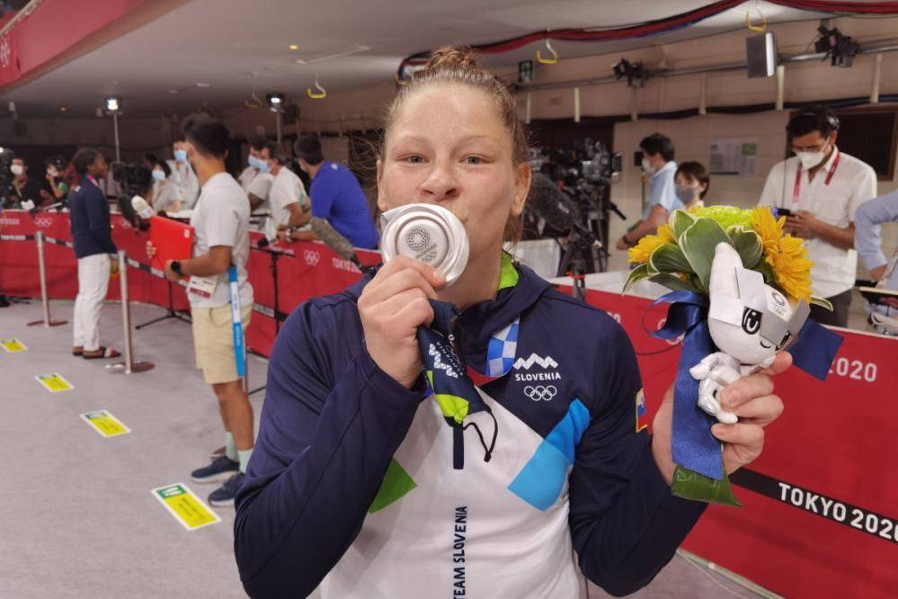 Tina Trstenjak je olimpijska podprvakinja v kategoriji do 63 kilogramov. (Foto: TW Slovenian olympic team)