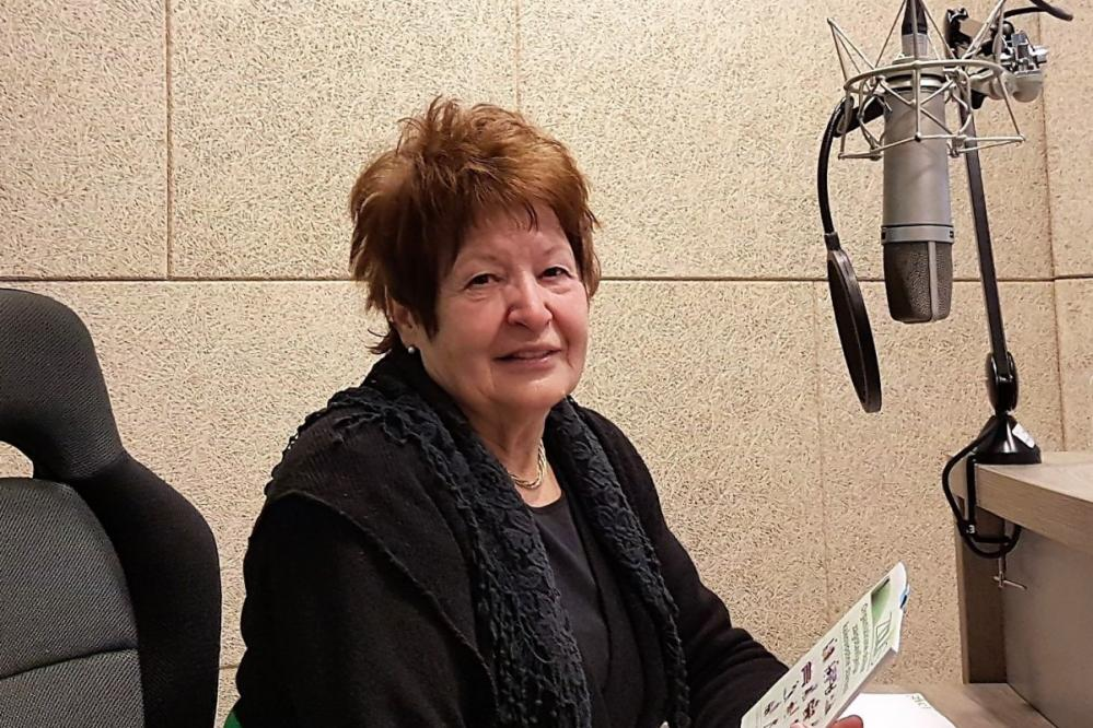 Vera Pečnik, podpredsednica Zveze društev upokojencev Slovenije, poudarja, da je pokojnina ustavna pravica, ne miloščina. Podpira demografski sklad in apelira na mlade, da se aktivno vključijo ter si tako zagotovijo pokojnine.