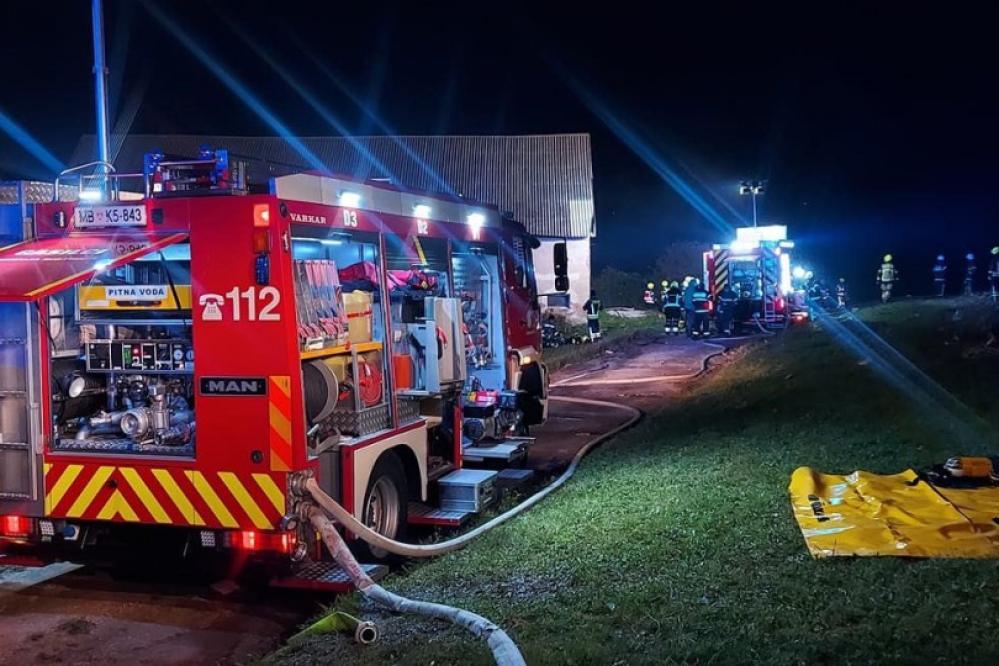 Družina s štirimi otroki v požaru izgubila dom