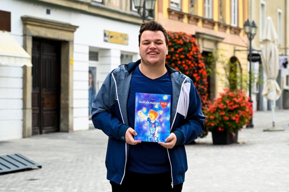 Kristjan Veber je pomen upanja in ljubezni strnil v slikanico Košček mojega srca. (Foto: FB Kristjan Veber)